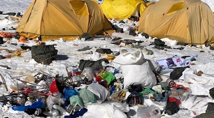 Raccolte 10 tonnellate di spazzatura sull'Everest